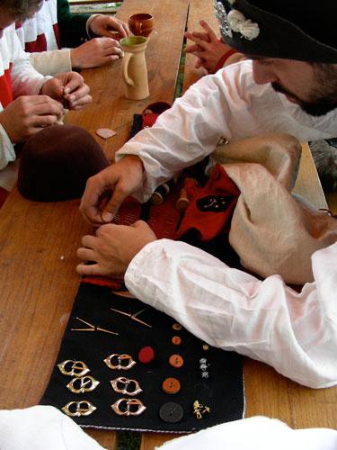 Compagnie des Quatre Lunes – Science & artisanat, couture