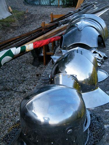 Compagnie des Quatre Lunes – Militaire, arsenal